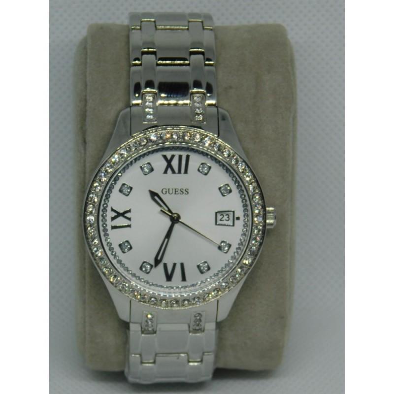 Reloj para dama marca Guess Plateado con incrustaciones