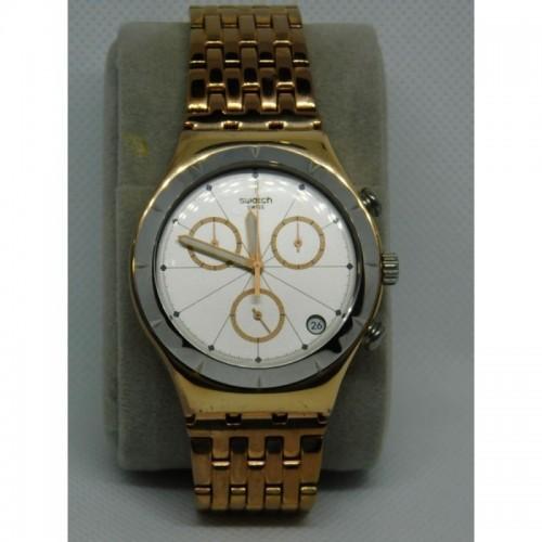 Reloj para dama marca Swatch Dorado fondo blanco