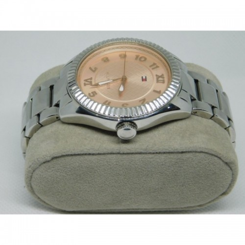 Reloj para dama marca Tommy Stainless steel fondo rosa